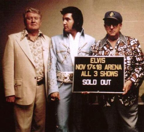 Vernon Presley, Elvis und Parker am 17.11.1972 in der H.I.C. Arena, Honolulu, Hawaii