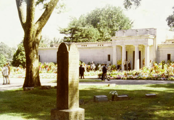 Forest Hill Cemetery - 18. August 1977